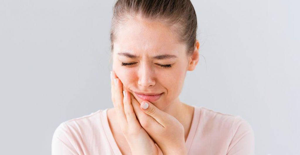 dor de dente mulher